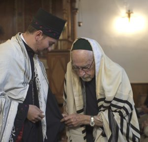 Nikos Stavroulakis with Rabbi Gabriel Negrin from Athens. © Sandra Barty & Ken Ross