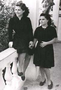 Two Jewish women, Sara and Ioudita Kounio, in 1943. They died on the Tánaïs.